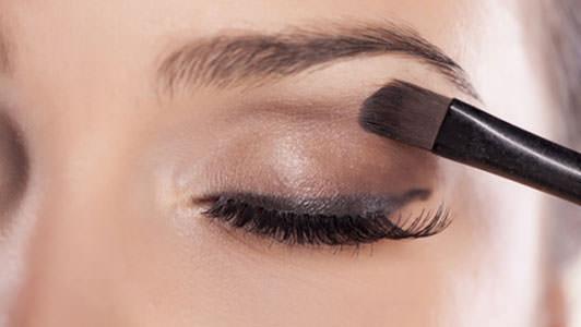 How to do eyeshadow