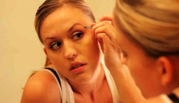 how to pluck eyebrow
